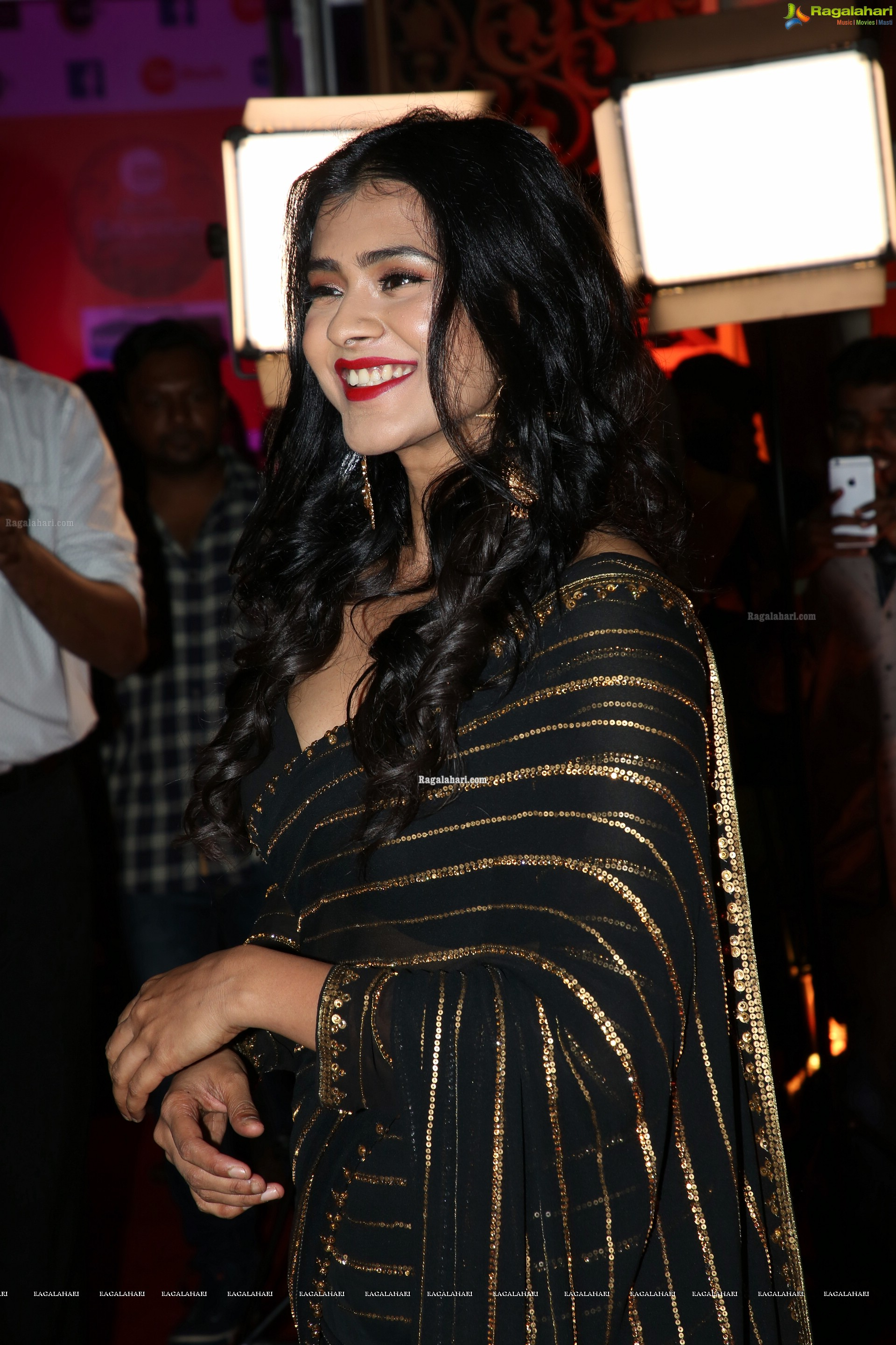 Hebah Patle @ Zee Kutumbam Awards 2019 - HD Gallery