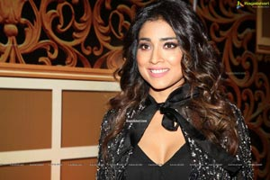 Shriya Saran at Zee Kutumbam Awards 2019