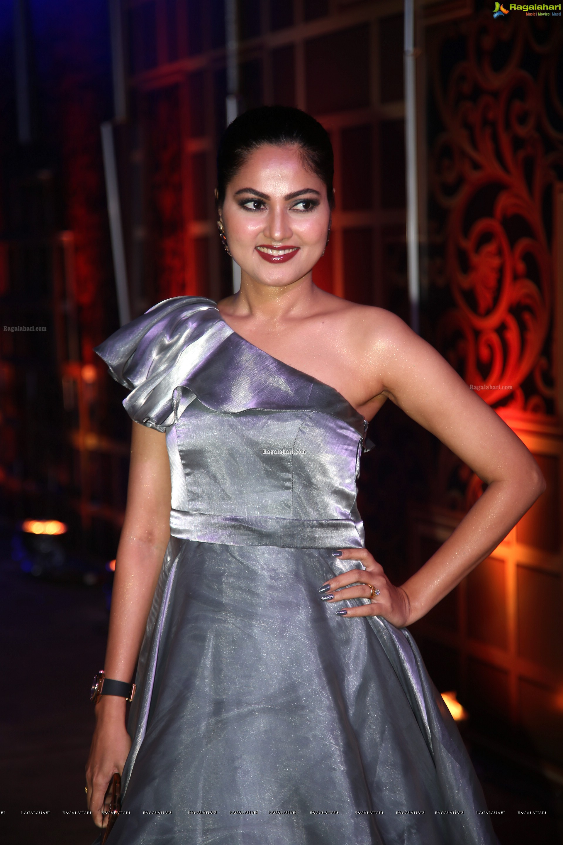 Suhasini @ Zee Kutubam Awards 2019 - HD Gallery